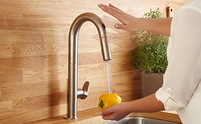 Best Touchless Kitchen Faucet Reviews - MorningToBed.com