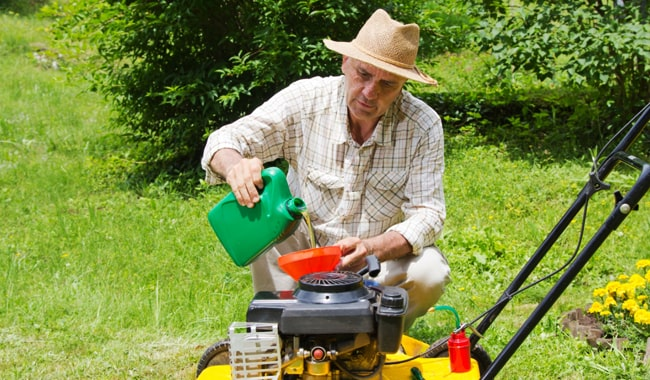 Motor-Oil-to-Use-in-Lawn-Mower