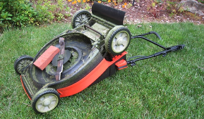 Lawn-Mower-Blade-Maintenance