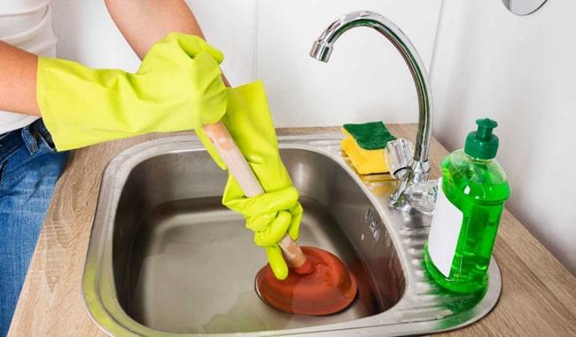 Unclog-Kitchen-Sink
